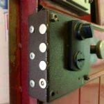 Замена накладного замка Эльбор на металлической двери