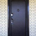 Замена обивки дверного полотна с двух сторон