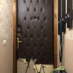 Замена обивки входной двери