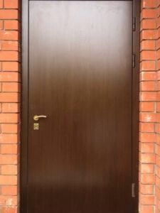 Замена панели МДФ на металлической двери