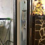 Замена ручек и замка двери ПВХ